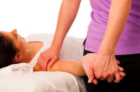 la terapia manuale per la borsite al gomito