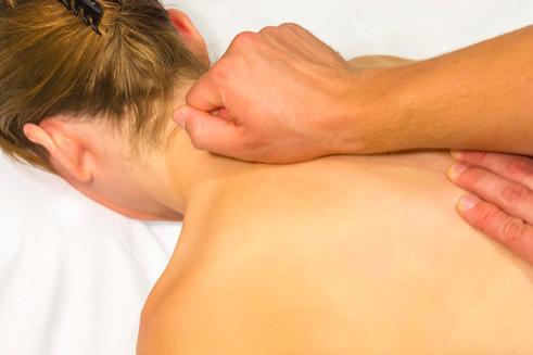 mal di schiena la terapia manuale aiuta a rilassare i muscoli