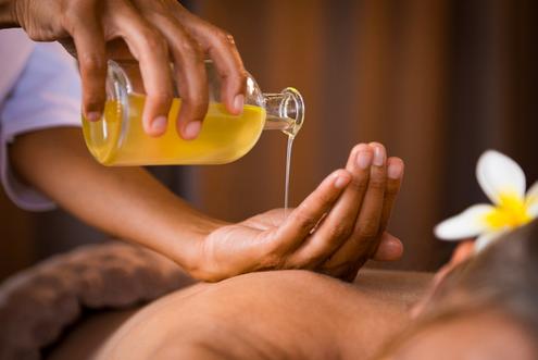 massaggio preparazione e olii essenziali